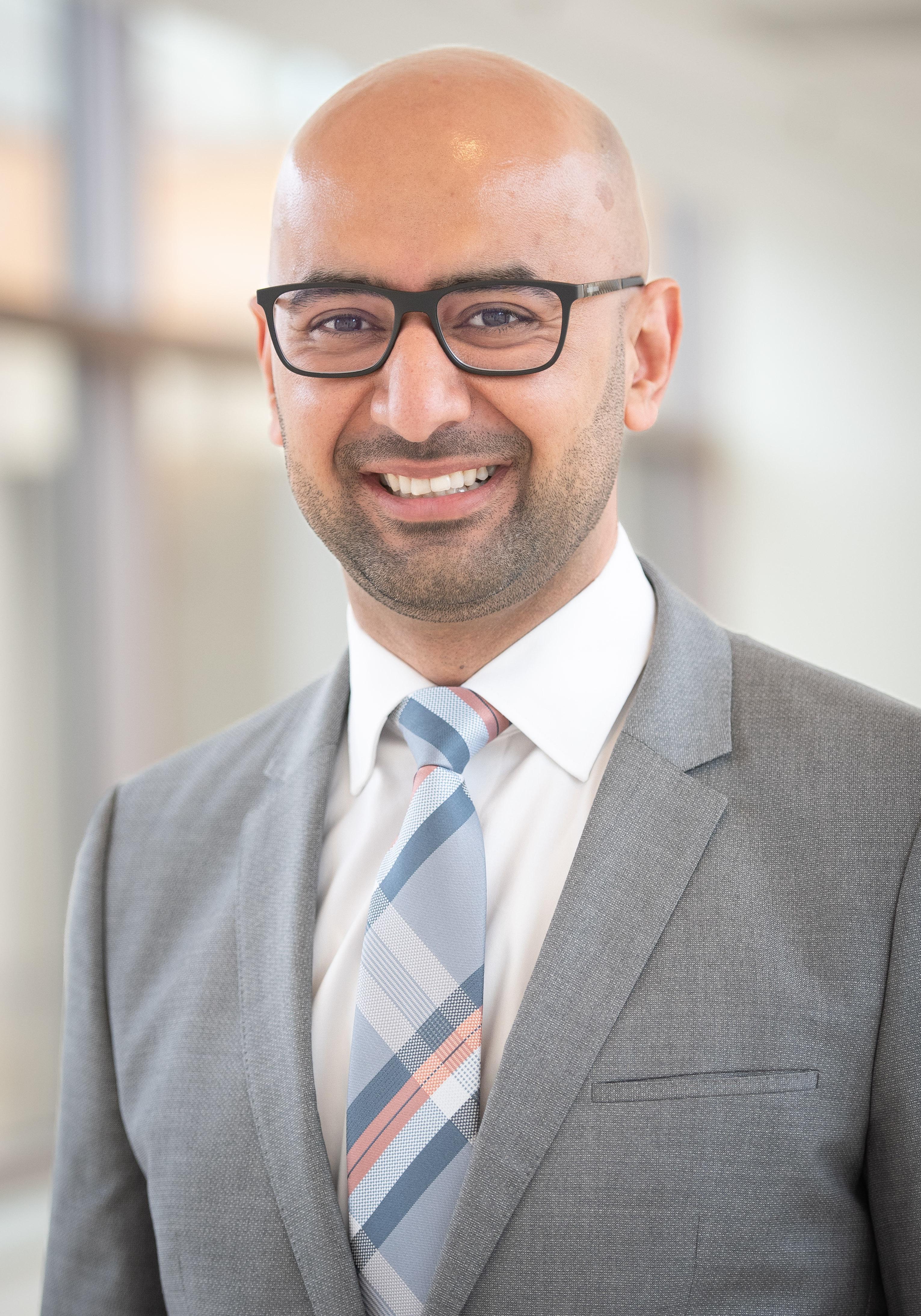 Arash Momeni, MD